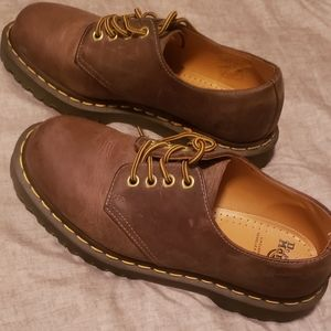 New Dr. Martens leather brown shoes size 9